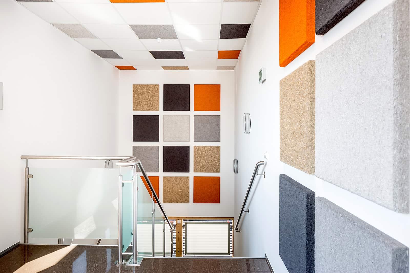 Raumakustik im Büro: Stiegenhaus Bürogebäude/OÖ